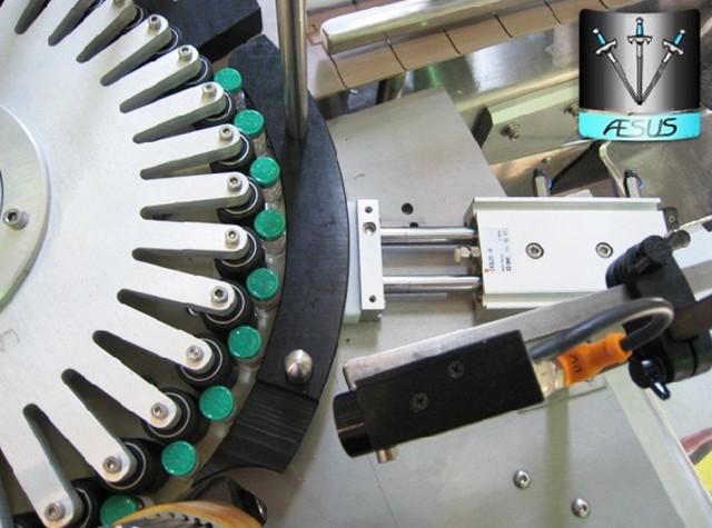 Автоматизирани персонализирани конични бутилки, насочени контейнери, въртящи се етикетиращи машини Детайли