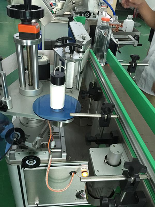 Автоматични вертикални квадратни бутилки Четиристранна машина за етикетиране Детайли