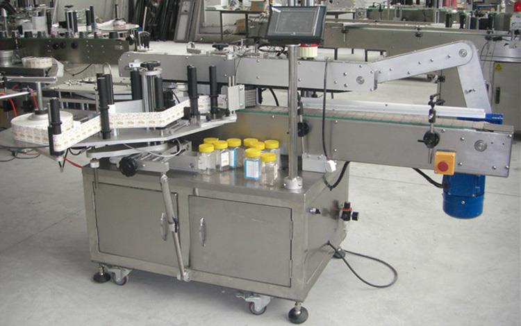 Двустранна етикетираща машина за плоски бутилки за различни буркани с плоски квадратни бутилки