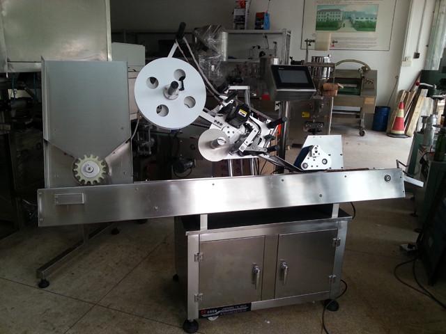 Напълно автоматична хоризонтална машина за етикетиране на фармацевтични спринцовки
