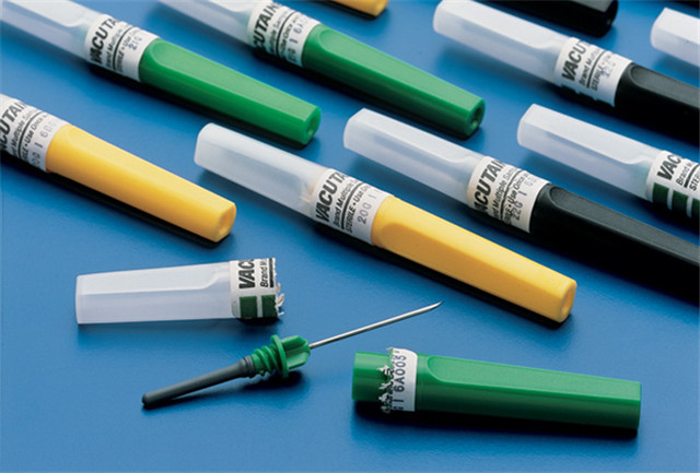Етикетиране на проби от машини за етикетиране на хоризонтални спринцовки